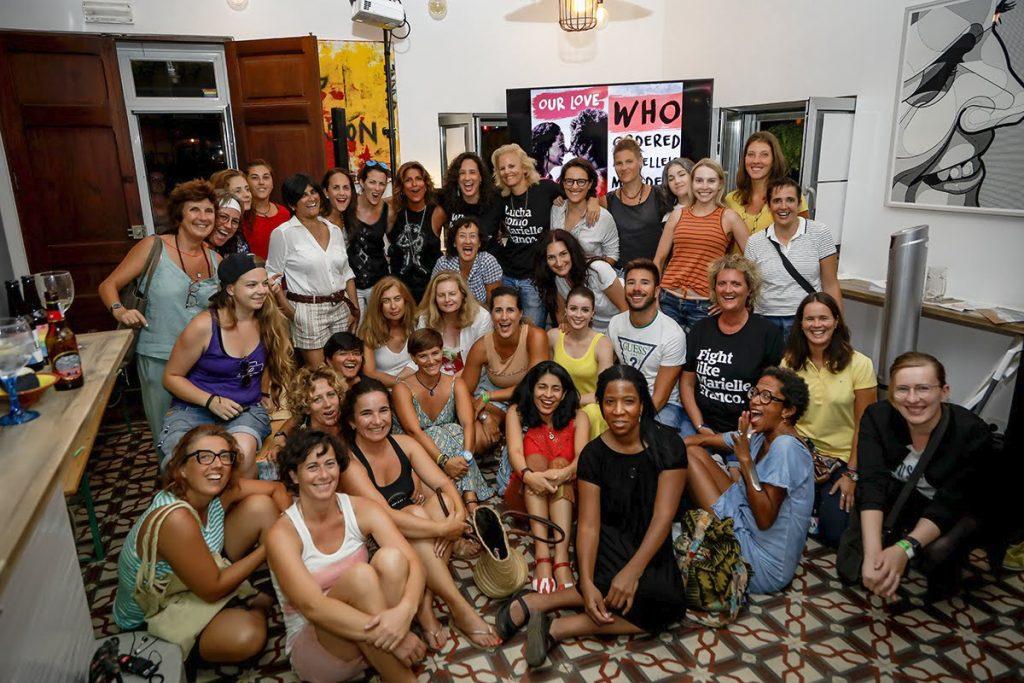 Grupo de chicas en charla de Monica Benicio ELLA Festival