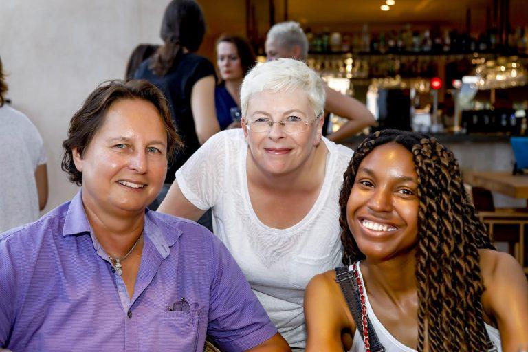 Tres mujeres diversas Lesbian Global Community